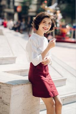 Chân váy công sở phối nút - Đỏ đô