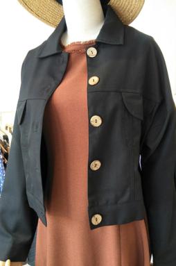 Áo khoác kaki nút gỗ - Màu Đen