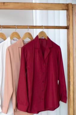 Áo cổ vest tay dài - Đỏ đô